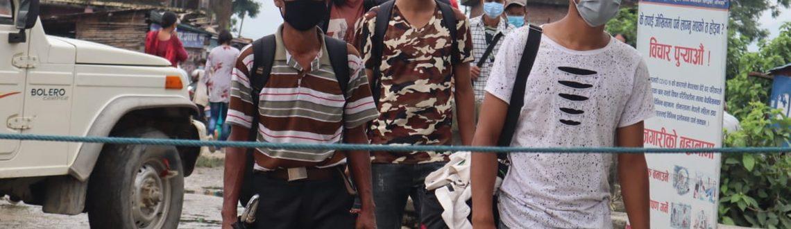 महामारीमै भारत जानेहरु भन्छन्-'रोगभन्दा भोकको चिन्ता भयो'